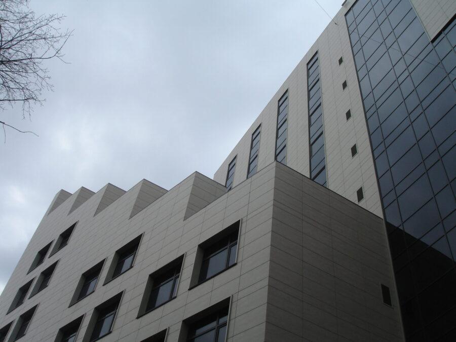Административное здание по ул. Луначарского, 73 в Ленинском районе г. Перми